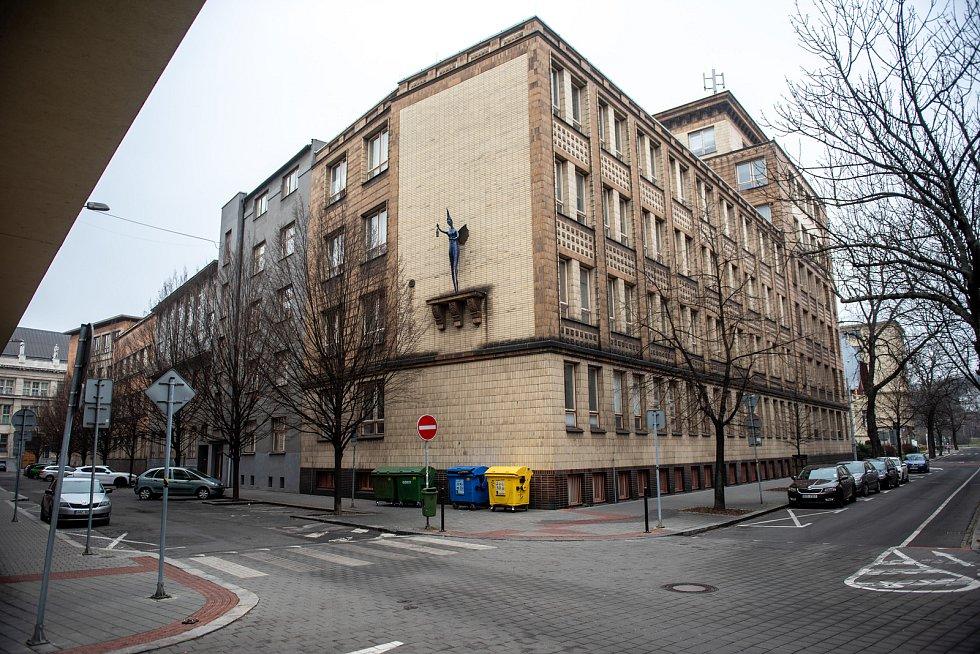 Budova Ekonomické fakulty Vysoké školy báňské - Technické univerzity Ostrava v centru města.