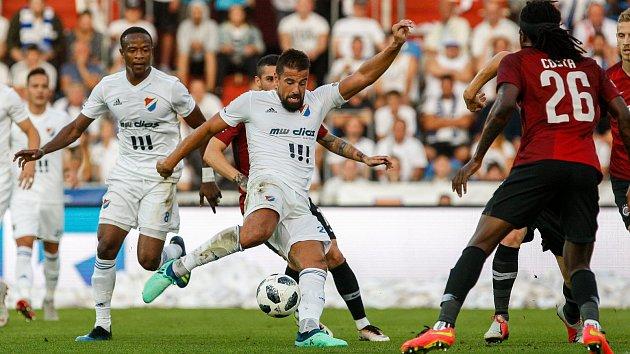 Milan Baroš v zápase proti AC Sparta Praha.