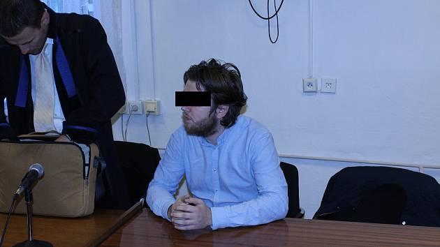 Soud nakonec poslal Jana M. (na snímku z jednání u ostravského soudu) na pět let do vězení.