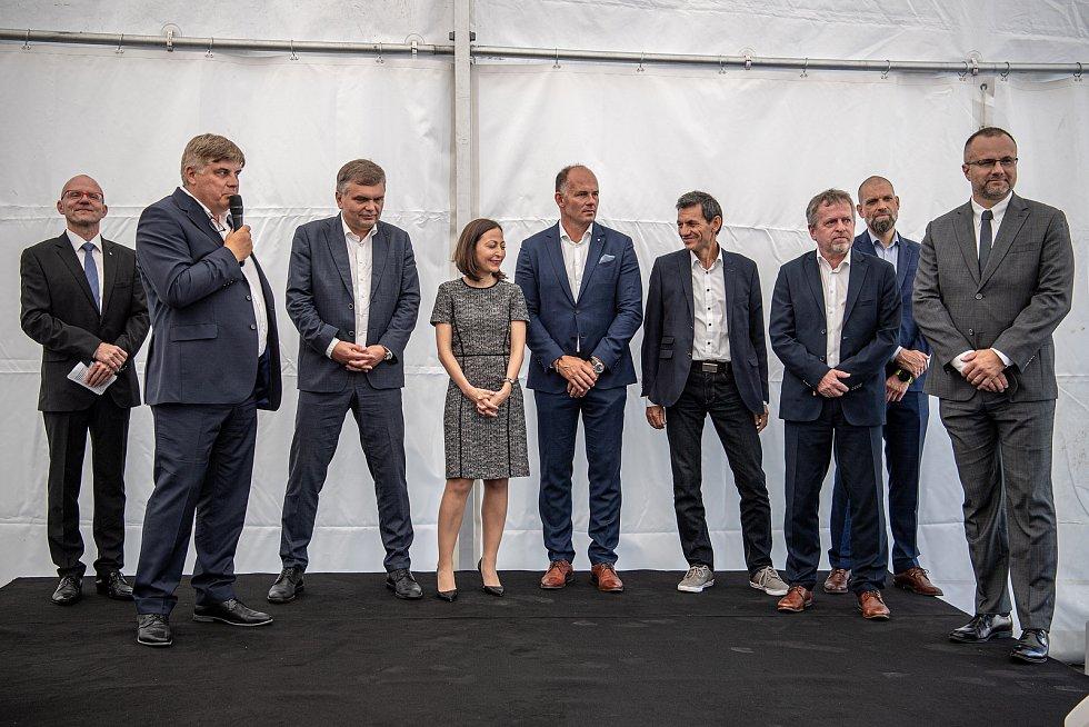 Slavnostní ceremoniál k začlenění Ekova Electric do skupiny Škoda Transportation, 9. srpna 2021 v Ostravě. Prezident, předseda představenstva Petr Brzezina (druhý zleva).