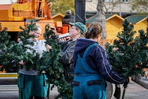 Plastový vánoční strom na Masarykově náměstí v centru Ostravy