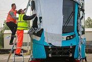První tramvaj švýcarského výrobce Stadler dorazila do Ostravy, 23. dubna 2018.