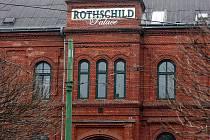 Rothschild palace – stavba z červených cihel – sousedí s vítkovickou radnicí.