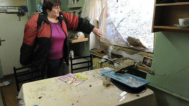 Na snímku Kateřina Platzková. Na rodinný dům její matky se v noci ze středy na čtvrtek ze skály sesunulo pět nejméně stokilových balvanů.
