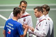Utkání kvalifikace Davisova poháru Česká republika - Nizozemsko, dvouhra, 2. února 2019 v Ostravě. Na snímku Jiří Lehečka (v modrém), Lukáš Rosol, Adam Pavlásek.