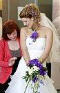 Svatební veletrh v Ostravě nabízí kromě módní přehlídky svatebních šatů i široký výběr ze snubních prstýnků, svatebních koláčků, dezertů, svatebních dortů a míchaných drinků.