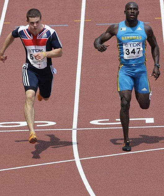 Derrick Atkins z Baham (vpravo)