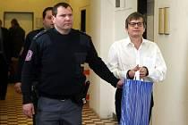 Karel Šimko má na krku další žalobu, v níž figuruje téměř tisíc lidí, kteří mu svěřili po 600 eur.