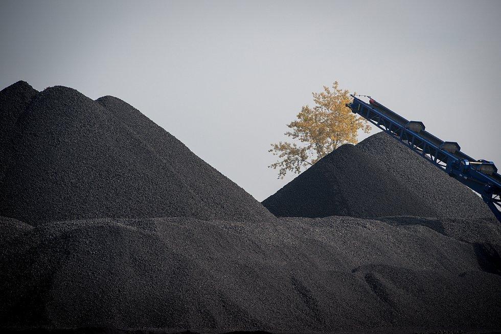 Skládka uhlí v Heřmanicích, 9. říjen 2018 v Ostravě.