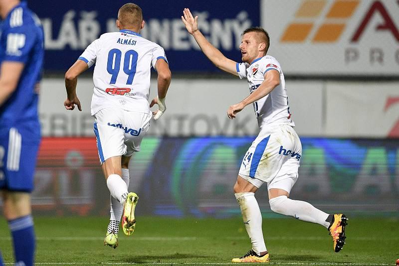 Utkání 8. kola první fotbalové ligy: SK Sigma Olomouc - FC Baník Ostrava 17. září 2021 v Olomouci. (zleva) Ladislav Almási z Ostravy a Jan Juroška z Ostravy.