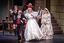 Poslední zkouška před premiérou muzikálu Harpagon je lakomec?, která proběhne bez diváků v divadle Jiřího Myrona, 29. ledna 2021 v Ostravě. (vlevo) Libor Olma jako lakomý Harpagon.