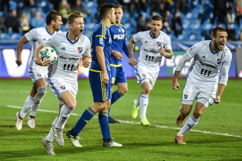 Utkání 22. kola první fotbalové ligy: FC Baník Ostrava - 1. FC Vysočina Jihlava, 30. března 2018 v Ostravě. (vlevo) radost Procházka Václav.