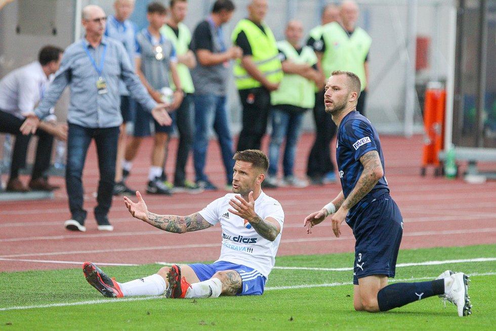 Utkaní 7. kola fotbalové FORTUNA:LIGY: FC Baník Ostrava - 1. FC Slovácko, 23. srpna 2019 v Ostravě. Na snímku (zleva) Martin Fillo, Michal Kadlec.