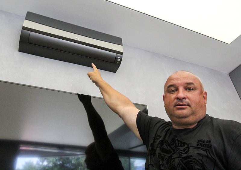 Nákup klimatizace zvažuje čím dále více Čechů. Podle Miloše Merty je pro zákazníka v mnoha směrech nejvýhodnější investovat do ní mimo letní sezonu.