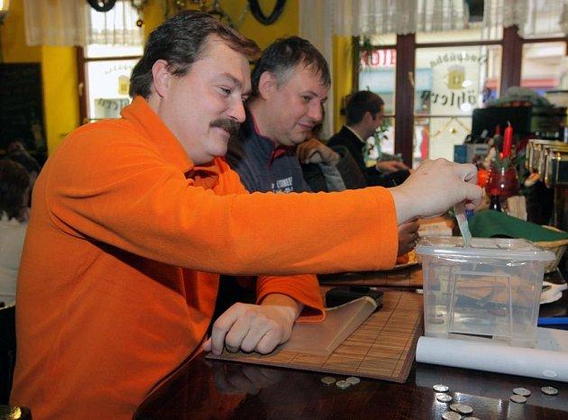 Sbírka pro mobilní hospic v klubech na Stodolní ulici v Ostravě