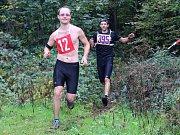 NAHOŘE BEZ je poznávacím znamením ultraběžce Stanislava Kováčeka z Maraton Klubu Seitl Ostrava, který hodlá kroužit 24 hodin po Bělském lese.