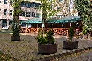 Kdysi vyhlášené restaurace Astoria (dříve kavárna Centrum) a Spolek v centru města čekají rekonstrukce i hledání strategických nájemců. RADEGASTOVNA sídlí na Masarykově náměstí místo bývalého Domu obuvi.