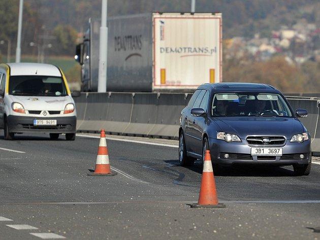 Zvlněné úseky dálnice D1 u Ostravy jsou vyznačeny dopravními kužely. Opravy těchto částí silnice by měly začít do konce letošního roku.