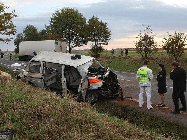 Tragická nehoda sanitky s nákladním vozem ve Staré Vsi nad Ondřejnicí
