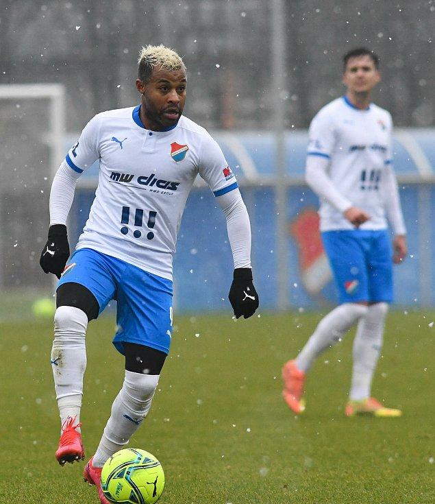 Fotbalisté Baníku Ostrava prohráli přípravné utkání s druholigovým Prostějovem 0:1. (6. ledna 2021, Ostrava). Na snímku Dyjan Carlos se Azevedo.