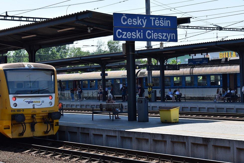 Vrah se po činu vydal k českotěšínskému nádraží.