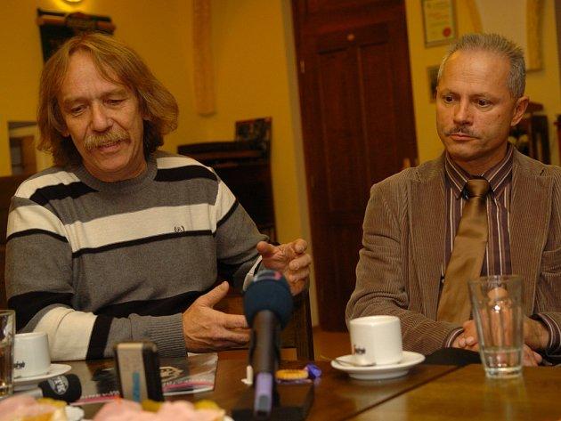 Jaromír Nohavica s režisérem Michaelem Tarantem