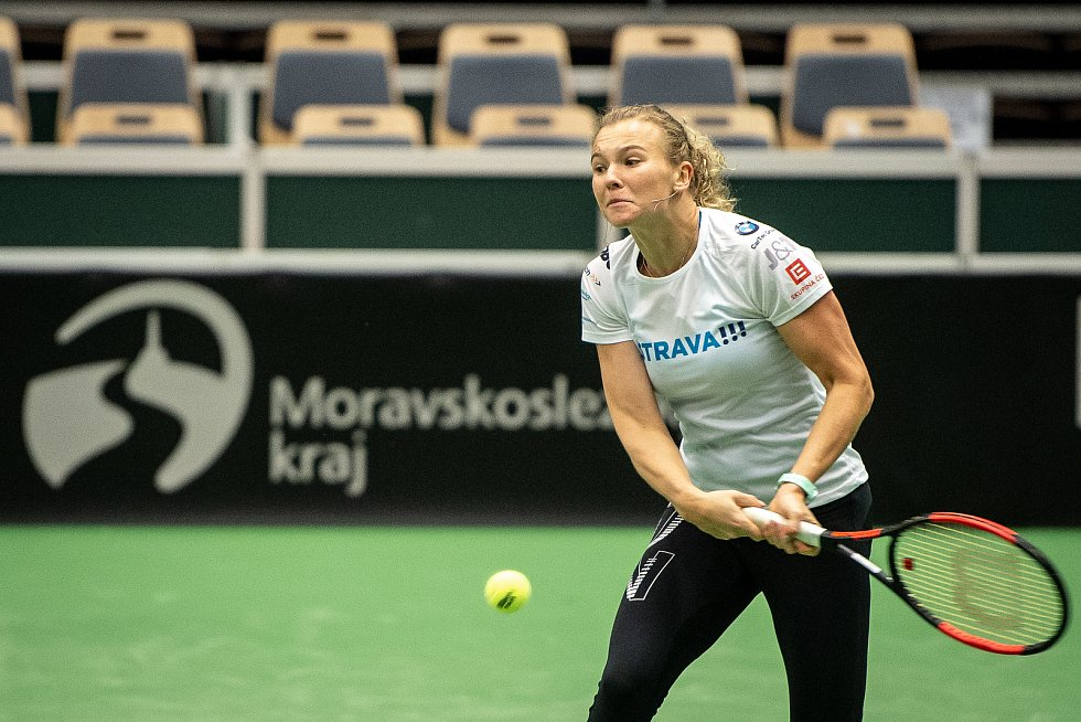 Kateřina Siniaková na tréninku českých tenistek před utkáním 1. kola Světové skupiny Fed Cupu proti Rumunsku, 6. února 2019 v Ostravě.