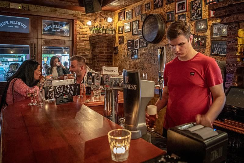 Stodolní ulice v Ostravě, 11. června 2021. Dublin Pub.