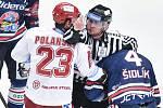 Čtvrtfinále play off hokejové extraligy - 1. zápas: HC Oceláři Třinec - HC Vítkovice Ridera, 20. března 2019 v Třinci. Na snímku (zleva) Jiří Polanský a Petr Šidlík.