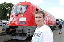 Denis Jílek u lokomotivy Škoda 200 v barvě německé národní dopravní společnosti Deutsche Bahn.