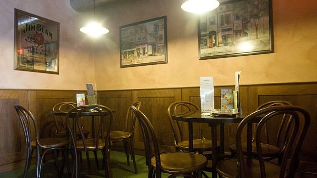 Útulná kavárna Boulevard nabízí kromě napěněného cappuccina nebo jemného latté i kávové speciality z různých koutů světa.