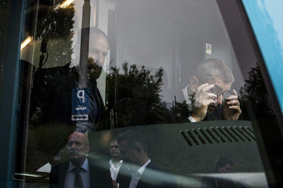 Premiér ČR Andrej Babiš navštívil v pátek 17. května 2019 Moravskoslezský kraj. Jeho inspekční den začal v Dopravním podniku Ostrava.