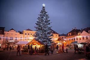Vánoční strom v Bruntále na náměstí.