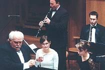 DECHOVÁ HARMONIE Janáčkovy konzervatoře Ostrava s dirigentem Karlem Briou.