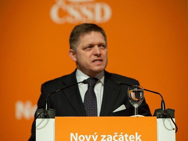 Druhý den na 37. sjezd ČSSD v Ostravě dorazil i slovenský premiér Robert Fico.