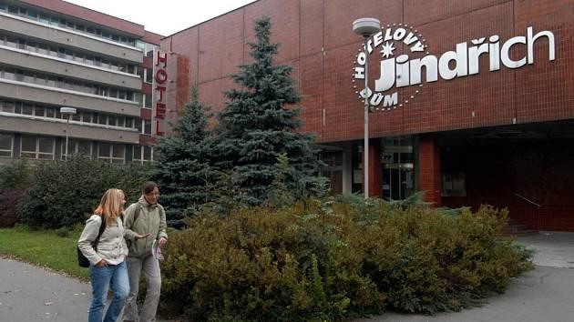 Hotelový dům Jindřich v centru Ostravy měl být zdemolován v létě