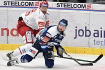 Utkání 16. kola hokejové extraligy: HC Vítkovice Ridera - HC Oceláři Třinec, 15. února 2021 v Ostravě. (zleva) Tomáš Marcinko z Třince a Filip Pyrochta z Vítkovic.