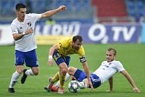 Utkání 12. kola první fotbalové ligy: Baník Ostrava - Fastav Zlín, 5. října 2019 v Ostravě. Na snímku (zleva) Robert Hrubý, Petr Jiráček a Nemanja Kuzmanovič.