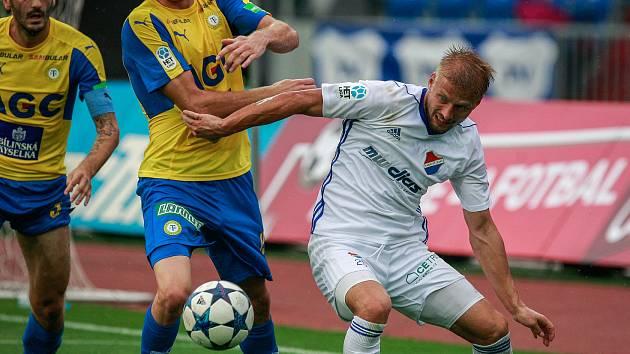 I. liga, 4. kolo, FC Baník - FK Teplice: 3 : 3, na snímku vlevo Aleksandar Šušnjar, vpravo Tomáš Mičola