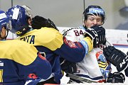 Utkání 32. kola hokejové extraligy: HC Vítkovice Ridera - PSG Berani Zlín, 4. ledna 2019 v Ostravě. Na snímku (zleva) Valenta Tomáš a Jan Schleiss.