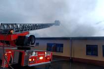 Zásah hasičů u požáru v Holasovicích.