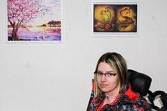 Sandra Szczurová vystavuje své obrázky i v Baru Aplaus (bývalý Kaprál, řezník), který se nachází v ulici Dolní 85 v Ostravě-Zábřehu. V tomto baru si zájemci mohou některý z obrázků i koupit denně od 15 do 22 hodin.