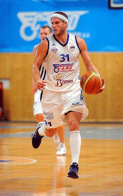 Kapitán NH Ostrava Jan Stehlík, který hraje na pozici rozehrávače.