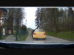 INCIDENT zachytila kamera v policejním voze.