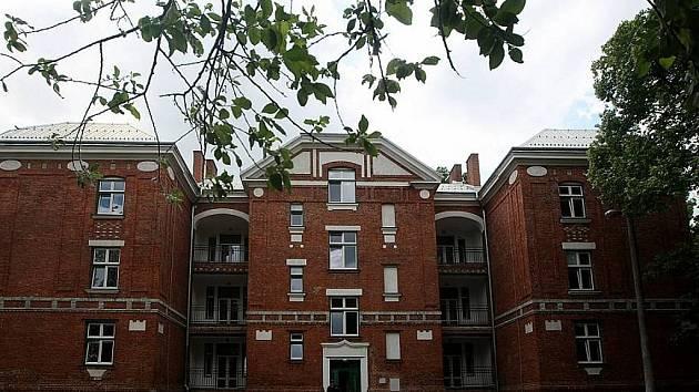 Nový kabát dostal už dříve i bytový dům v Sirotčí ulici 74.