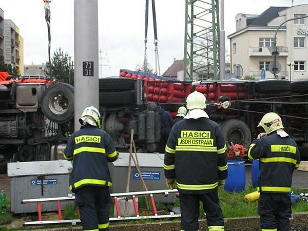 Hasiči uhasili hořící kamion