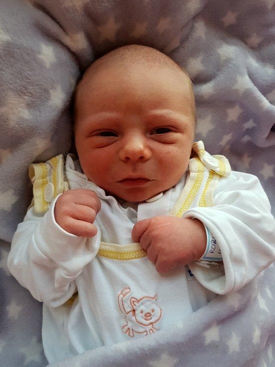 Robin Mích, Kravaře, narozen 7. června 2021 v Opavě, míra 48 cm, váha 3610 g.