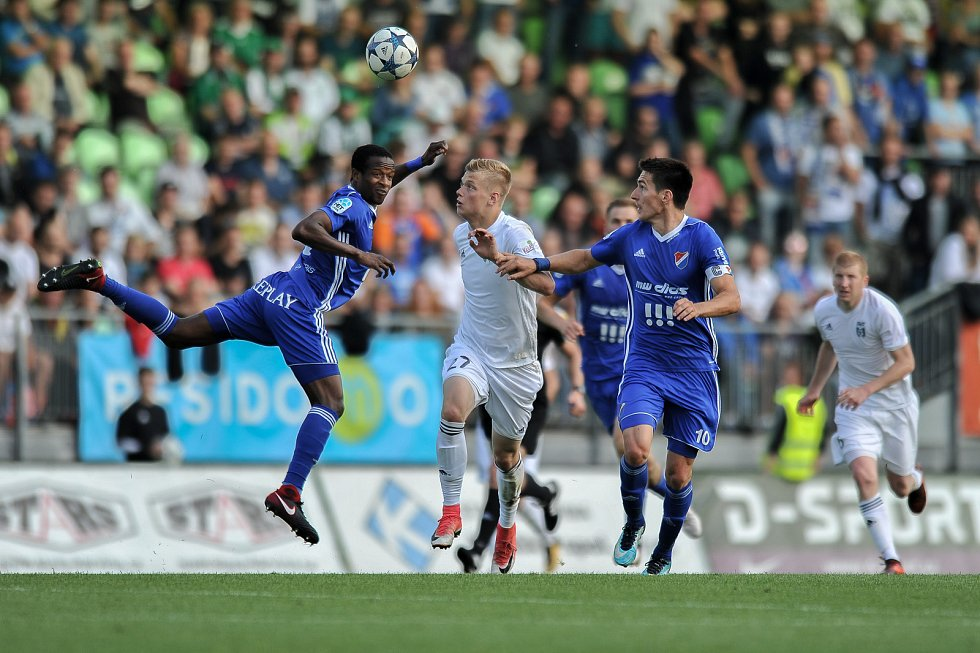 Utkání 29. kola první fotbalové ligy: MFK Karviná - Baník Ostrava, 19. května 2018 v Karviné. (zleva) Diop Dame, Panák Filip a Hrubý Robert.
