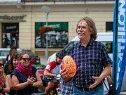 Beach ragby na Masarykově námestí v centru Ostravy byl přítomen také písničkář Jaromír Nohavica.