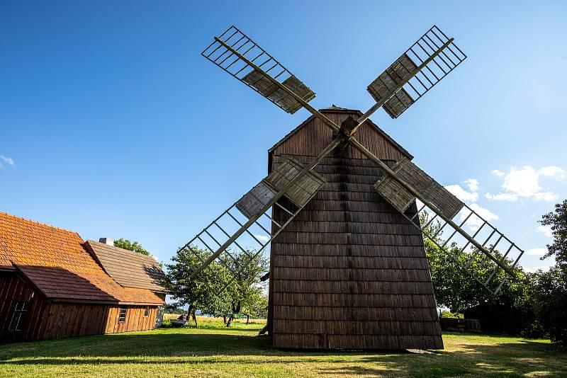 Partutovický dřevěný větrný mlýn, léto 2021.